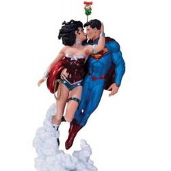 Estatua Superman & Wonder Woman Holiday Kiss 22 cm - DC COLLECTIBLES